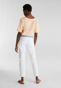 Esprit - ESPRIT DAS VIELSEITIGE BANDANA - HIER ALS GÜRTEL - GIBT DIESER W - Slim fit jeans - white - 2