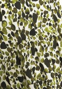 Never Fully Dressed - LEAF PANEL DRESS - Robe chemise - green - 5