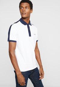 Calvin Klein - CONTRAST COLLAR - Polo shirt - white - 0