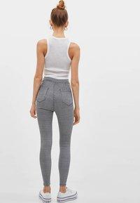 Bershka - Jeans Skinny Fit - white/black - 1