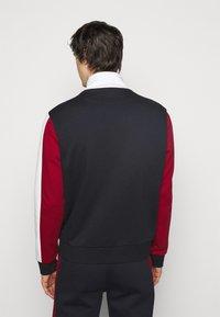 Bally - veste en sweat zippée - ink/red/bone - 2