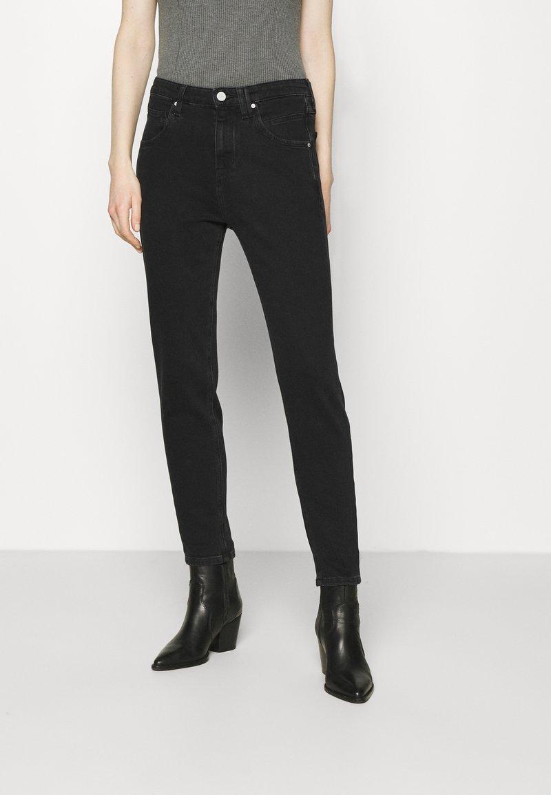 Marc O'Polo DENIM - FREJA BOYFRIEND - Slim fit jeans - black
