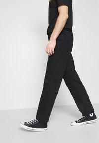 Volcom - SUBSTANCE DENIM - Relaxed fit -farkut - black - 3