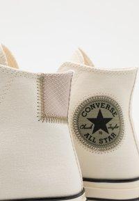 Converse - CHUCK 70 UNISEX - Sneakers alte - egret/light field surplus/string - 5