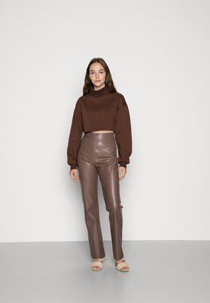 CROPPED TURTLENECK - Sweater - brown