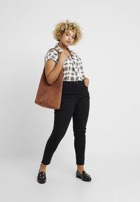 CAPSULE by Simply Be - Jeans Skinny Fit - black - 1