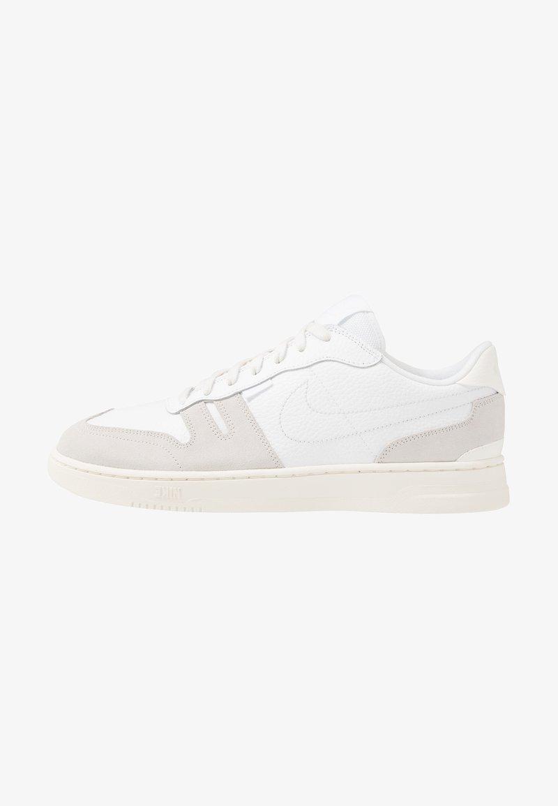 Nike Sportswear - SQUASH TYPE - Sneakersy niskie - white/sail/platinum tint