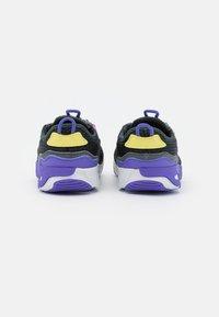 Nike Sportswear - RT LIVE UNISEX - Trainers - dark smoke grey/sunset pulse/smoke grey/sapphire - 2