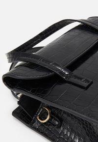 PARFOIS - CROSSBODY BAG CARP - Across body bag - black - 4