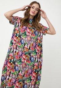 Madam-T - ADELINARA - Maxi dress - schwarz rosa - 3