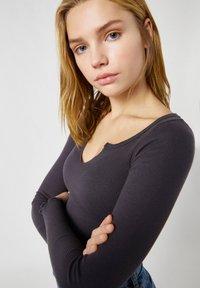 PULL&BEAR - T-shirt à manches longues - black - 3