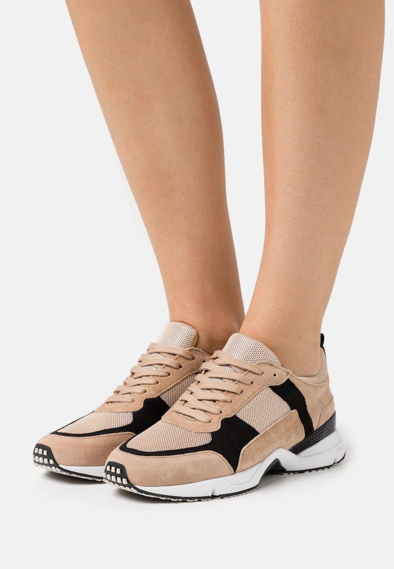 Billi Bi - Sneakersy niskie - beige/black/gold
