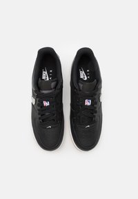 Nike Sportswear - AIR FORCE 1 '07 LV8 UNISEX - Baskets basses - black/wolf grey/dark grey/university red/rush blue - 3
