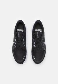 Nike Performance - QUEST 4 - Neutrala löparskor - black/white/dark smoke grey - 3