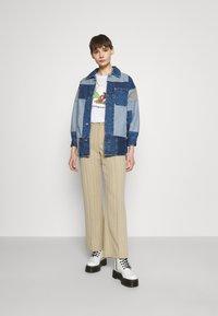 BDG Urban Outfitters - PATCHWORK OVERSHIRT - Halflange jas - denim - 1