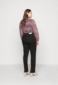 ONLY Carmakoma - CARWILMA LIFE REG STRAIGHT ANA - Jeans straight leg - black - 2