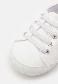 Cotton On - MINI CLASSIC TRAINER UNISEX - First shoes - white - 5