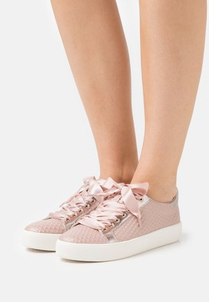 LACE UP - Sneakers laag - rose