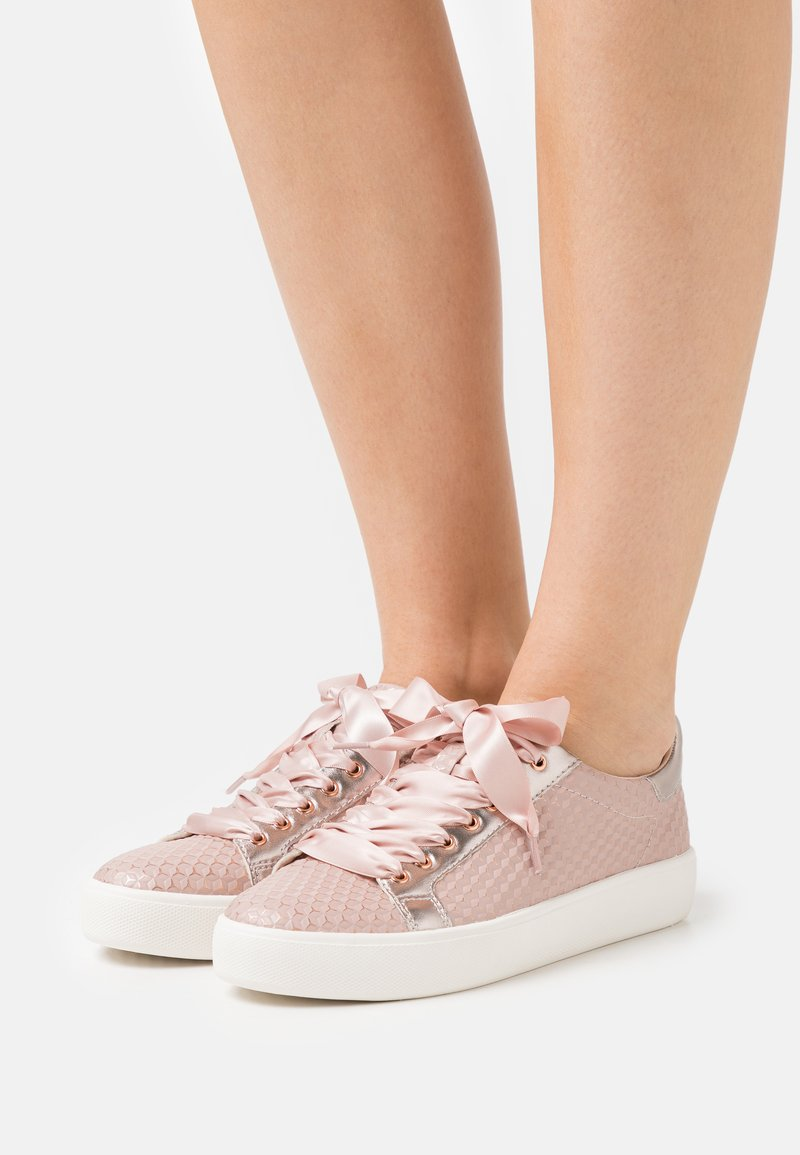 Tamaris - LACE UP - Sneakers laag - rose