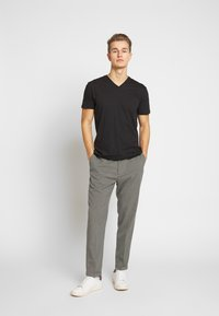 Esprit - 2 PACK - Basic T-shirt - black - 1
