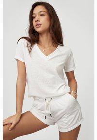 O'Neill - Basic T-shirt - powder white - 4