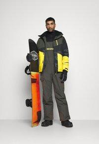 Brunotti - IDAHO MENS SNOWJACKET - Snowboardová bunda - cyber yellow - 1
