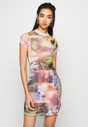 DRESS WITH CONTRAST FONT SCENIC PRINT - Tubino - multi coloured