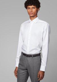 BOSS - GORDON - Formal shirt - white - 0