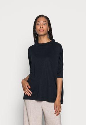 ULRIQUE - Basic T-shirt - global blue