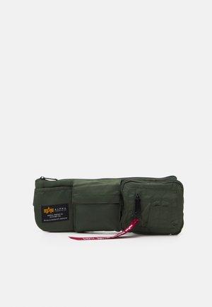 CREW UTILITY BAG UNISEX - Vyölaukku - sage green