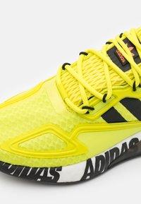 adidas Originals - ZX 2K BOOST UNISEX - Trainers - core black/footwear white - 5