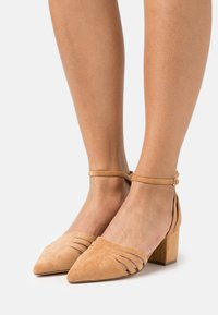 Bianco - BIADIVIVED FASHION WIDE FIT - Tacones - camel - 0
