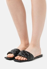 Nly by Nelly - PADDED SLIP IN SQUARE FLAT - Mules - black - 0