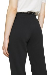 Hollister Co. - LOGO  - Tracksuit bottoms - black - 5