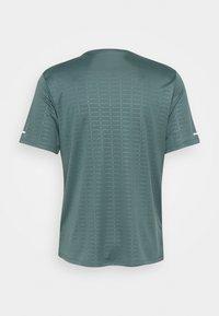 Nike Performance - MILER EMBOSS - T-shirts print - hasta - 1