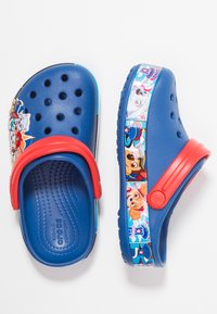 Crocs - PAW PATROL BAND RELAXED FIT - Pool slides - blue jean - 1
