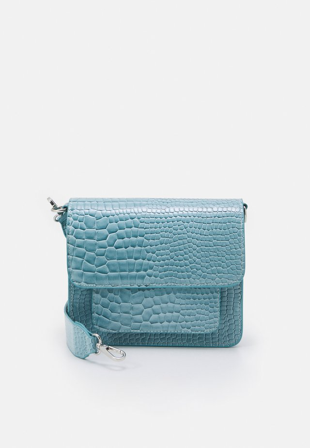 CAYMAN POCKET - Schoudertas - baby blue