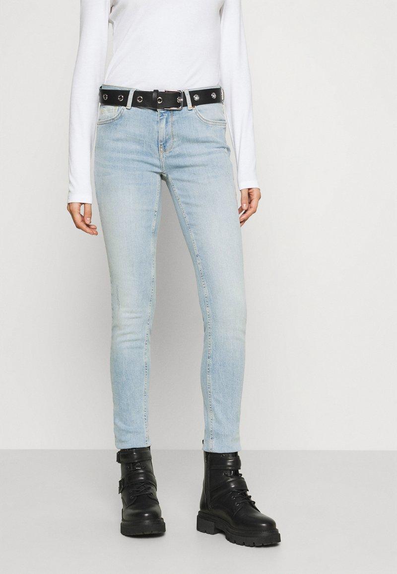 ONLY - ONLCARMEN LIFE - Skinny džíny - light blue denim