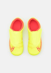Nike Performance - MERCURIAL JR VAPOR 14 CLUB MG UNISEX - Moulded stud football boots - volt/bright crimson - 3