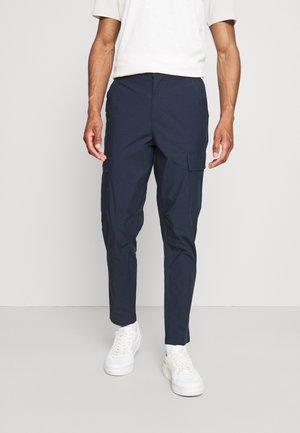 SLHSLIMTAPERED JEROME PANTS - Cargo trousers - dark sapphire