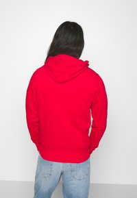 GANT - MEDIUM SHIELD HOODIE - Huppari - bright red - 2