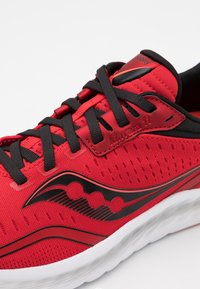 Saucony - KINVARA 11 - Neutral running shoes - red/black - 5