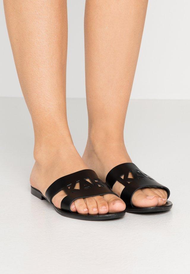SKOOT KUT OUT - Sandalias planas - black
