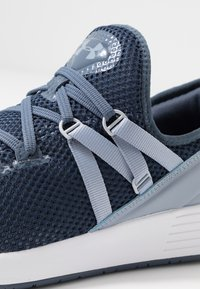Under Armour - BREATHE TRAINER X NM - Treningssko - downpour gray/white/blue heights - 5