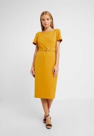 SQUARE NOTCH NECK CAP SLEEVE - Etui-jurk - ochre