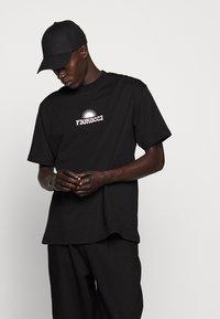 Fiorucci - TEE - Print T-shirt - black - 6