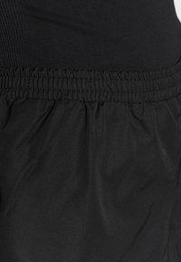 NU-IN - RUNNING SHELL  - Pantalón corto de deporte - black - 4