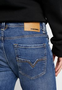 Diesel - LARKEE - Straight leg jeans - 0096E01 - 3