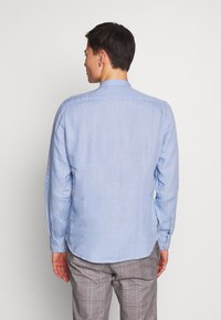 Marc O'Polo - BAND COLLAR,LONG SLEEVE,ONE POCKET,PLAKET WITH INSERTED TAPE,INS - Koszula - serenity - 2