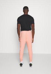 Nike Sportswear - PANT CARGO - Tracksuit bottoms - pink quartz - 2